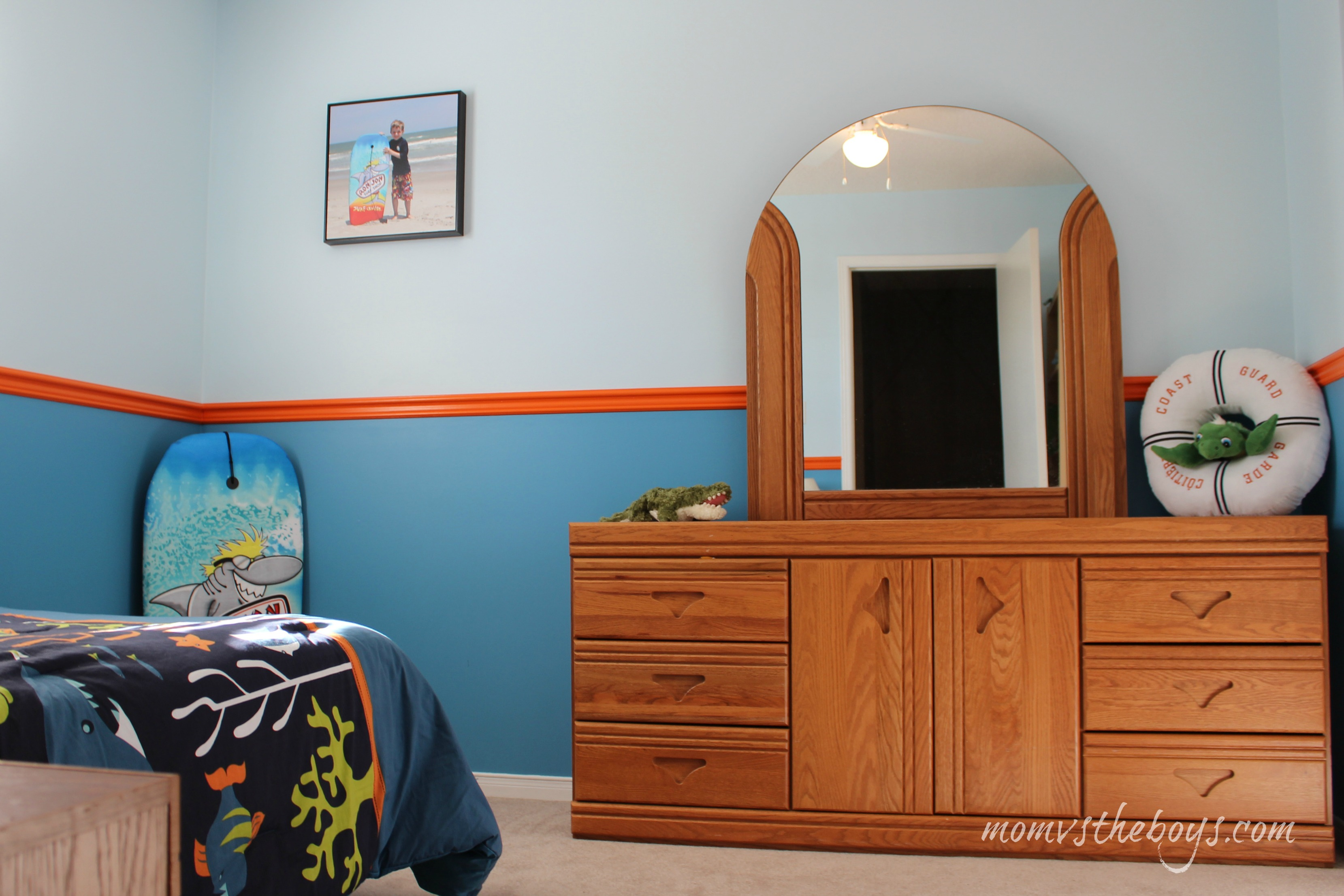 how to create a surfer boy bedroom for your lil surfer dude