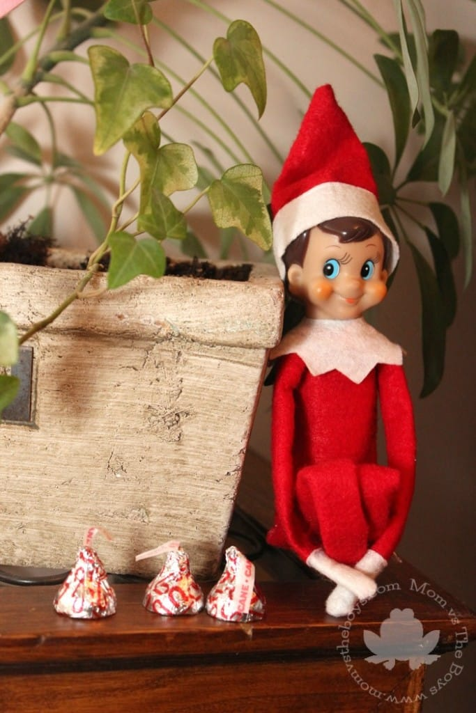 Elf on the shelf ideas   Mom vs the Boys. Quick and Easy Elf on the Shelf Ideas   Mom vs the Boys