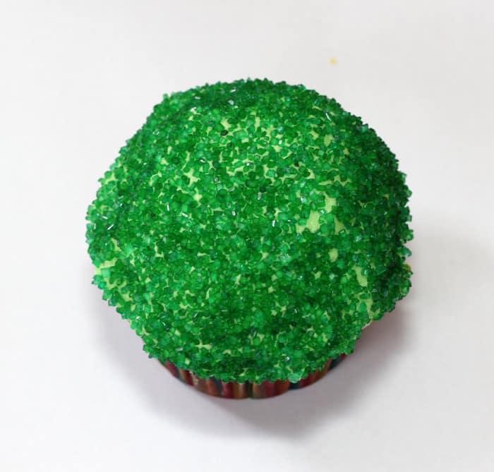 green-frog-cupcake-1