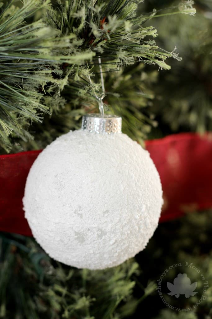 Easy Snowball Ornaments for the Christmas Tree