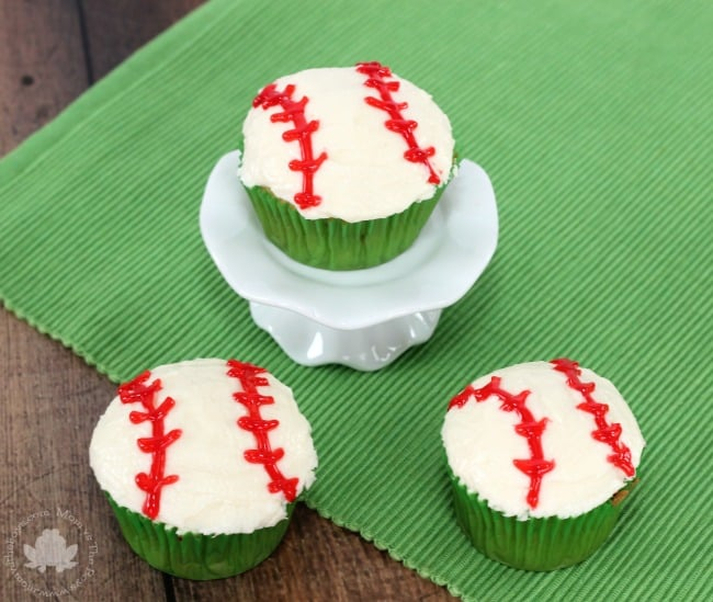 Easy Baseball Cupcakes - Mom vs the Boys