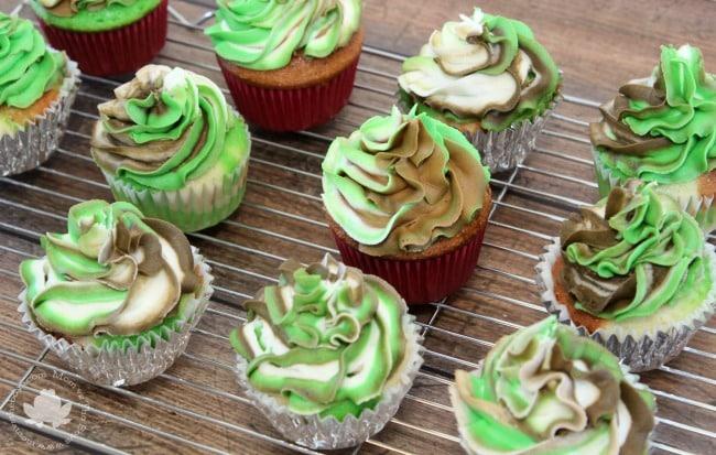 Easy Camo Cupcakes